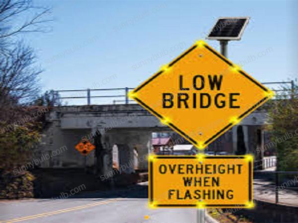 High visibility LED solar traffic warning lights